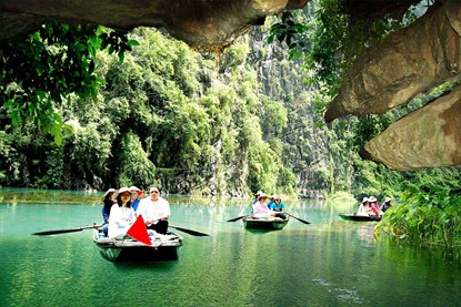 Rowing Boat on Tam Coc - Ninh Binh Day Tour
