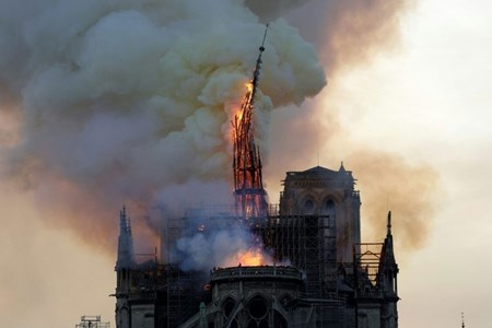 Picture for category Blaze devastates Notre-Dame, Paris firefighters fear for one bell tower