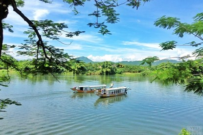 Cruising on Huong River with Dragon Boat - Hue Day Tour