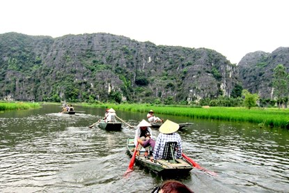 Boating on Yen Stream - Hanoi day Tour